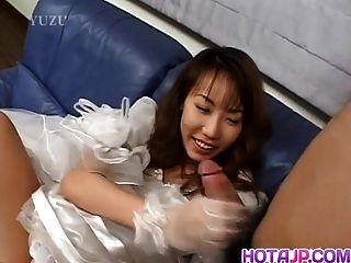 Hirai parece excitada e desagradável