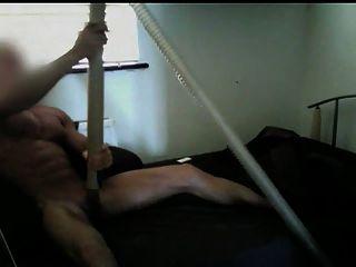 músculo sugado pelo aspirador até o orgasmo