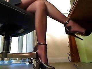 saltos sob escrivaninha
