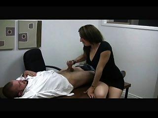 a secretária quente da esposa se sacode de um cara