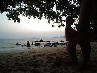 chupando pau na praia