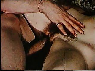 maravilhosa bichinha peluda e enorme pau 3 4