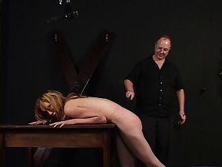 dama de pequenas tetas espancada e provocada por seu mestre