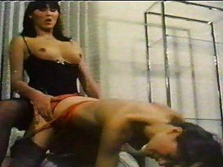 Shemale sexo retro com uma menina
