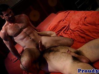 Lobo gay peludo fodendo seu namorado