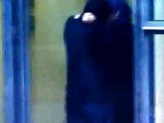 sexo hijabi muçulmano com homem kafir ao ar livre