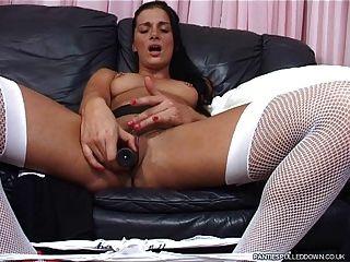 Sophie joga com seus calcanhares e tits!