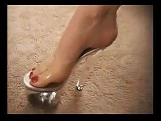 bunda madura em sapatos de salto alto dá uma boa jogada