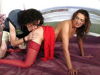 milf sexy em vestido vermelho
