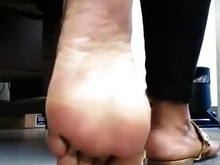 aproveite e aproveite os dedos dos pés de ébano e os pés grandes