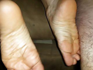 enorme corrida em seus pés depois de um bom golpe