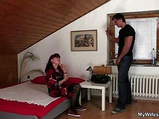 esposa encontra sua mãe e seu filho juntos
