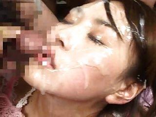 Formas grossas de cum no rosto e nos olhos dela !!