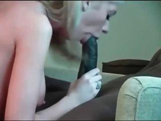 enorme galo preto e garota branca