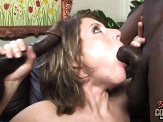 esposa de puta criada por dois negros enquanto marido