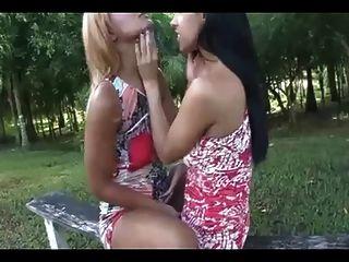 meninas beijando 223300