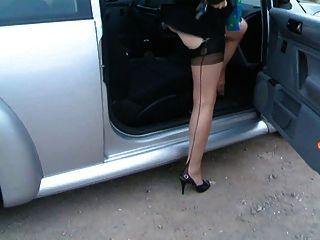 senhora leggy madura no carro