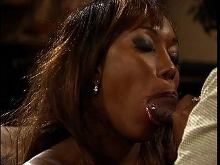 Ebony Hottie com hooters bateu duro