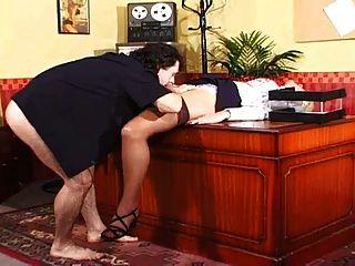 secretário abandona sua buceta ao chefe com grandes bolas