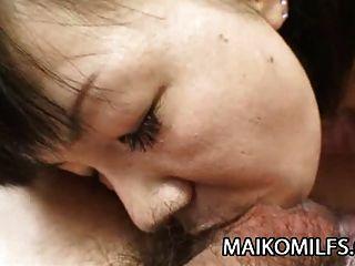 japonês maduro yoshie tabata recebe um creampie quente