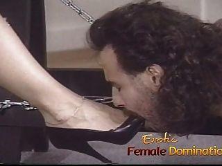 O menino da pizza acaba como um escravo neste calabouço dos dominatrixs