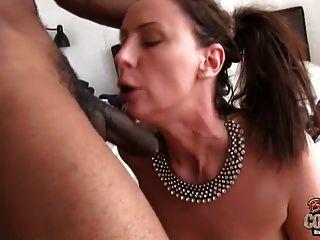 esposa madura lara fodida por prego preto enquanto o marido está fora