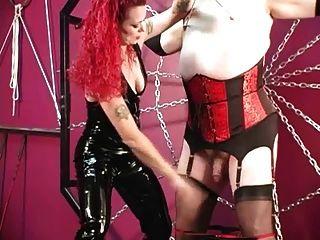 Melissa da amiga castiga o escravo das mariquinhas cruzadas