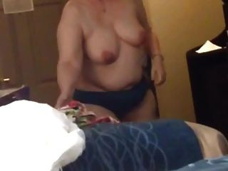 bbw esposa clara big tits strips e coloca no vestido
