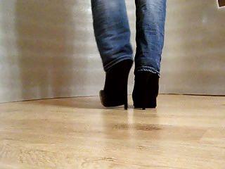 andar em botas de salto alto