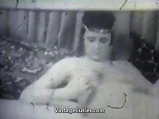 madura com seu vibrador e menino (vintage dos anos 1950)