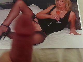 tributo a uma milf quente com pernas de nylon sexy