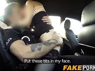 Babe Stella natural quente é fodida por policiais sujos Big Dick