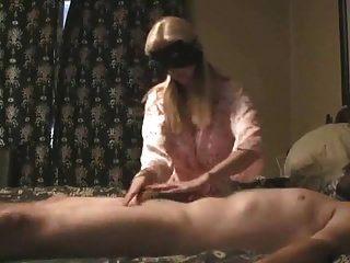 Massagem prostática de casal maduro com enorme cum