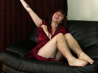 velma pernas peludas