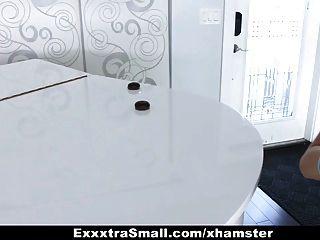 Exxxtrasmall pequena escoteira fodida por enorme galo