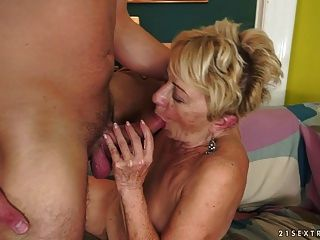 bichano de cabelo da avó coberto com cum
