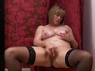 Mãe madura busty natural com corpo doce