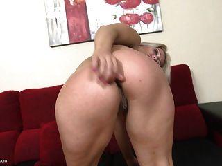 mãe loira madura quer anal e sexo de bichano