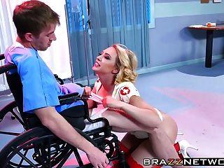 super enfermeira kagney linn karter cura seu paciente danny d