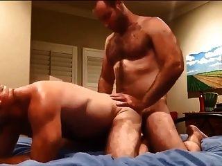 dois homens peludos fodendo e cumming