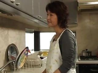 uma mãe encantadora tem 57 anos