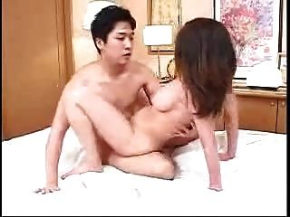 Mãe japonesa e não filho, ela se serve (sem censura)