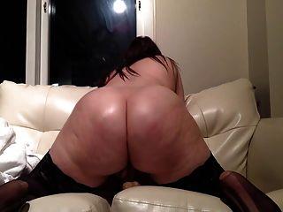 Chubby sexy brunette Rides Dildo na webcam