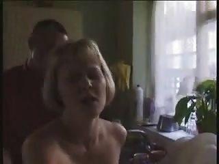 stp1 hot ingles milf é fodido na cozinha!