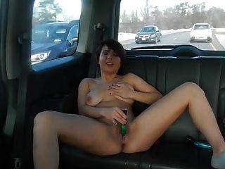 menina masturba no carro