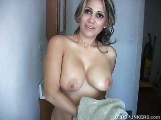 Spunker sexy e sexy afasta sua bichinha bonita e tem uma boa mão