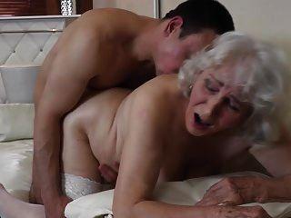 avó com boceta peluda fazendo sexo com garoto