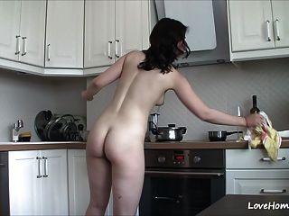 ficar nu na cozinha a faz feliz!