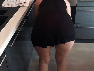 empregada sem calcinha e abajur