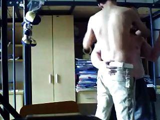 estudante chub chinês beija no dormitório